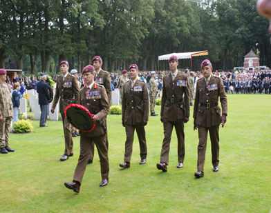Wreath-laying-at-Oosterbeek